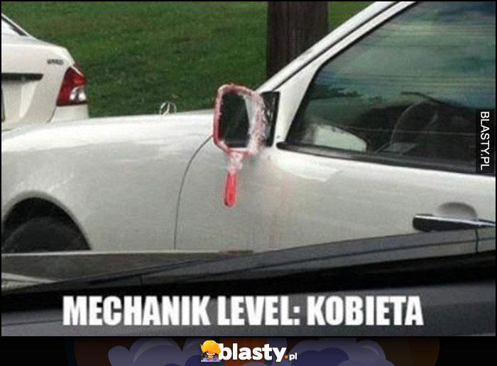 Mechanik level: kobieta, damskie lusterko przyczepione do samochodu