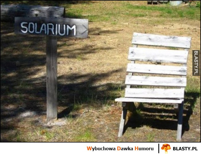 Tabliczka solarium przy ławce krześle na słońcu