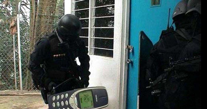 Nietypowy Okaz Teraz już wiem, po co policji były stare Nokie. memy, gify i OO94