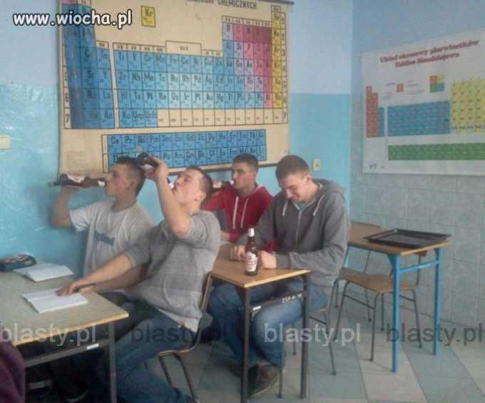 Dzieci, dzisiaj na chemii będą alkohole.