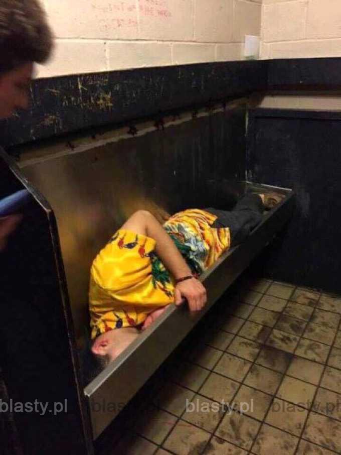 Kiedy było tak grubo, że zasnąłeś w pisuarze