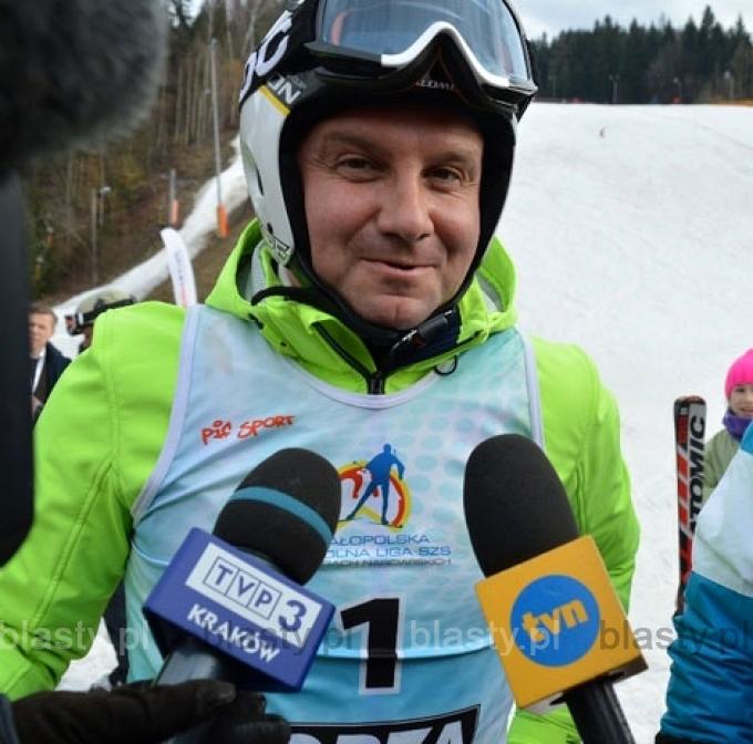 Prezydent Andrzej Duda udziela wywiadu po zwycięstwie w turnieju 4 skoczni