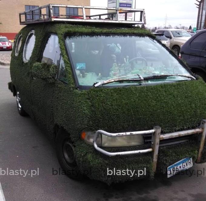 Samochód Greenpeace, ale silnik na ropę.