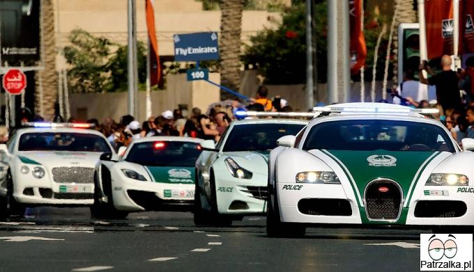 Takimi furami wozi się policja w Emiratach Arabskich