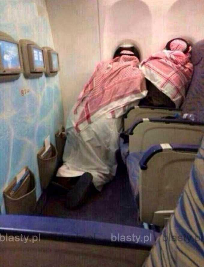 Wybuchowa Hipokryzja - kiedy jesteś Arabem i lecisz samolotem, ale modlisz się, żeby to nie był ten z bombą.