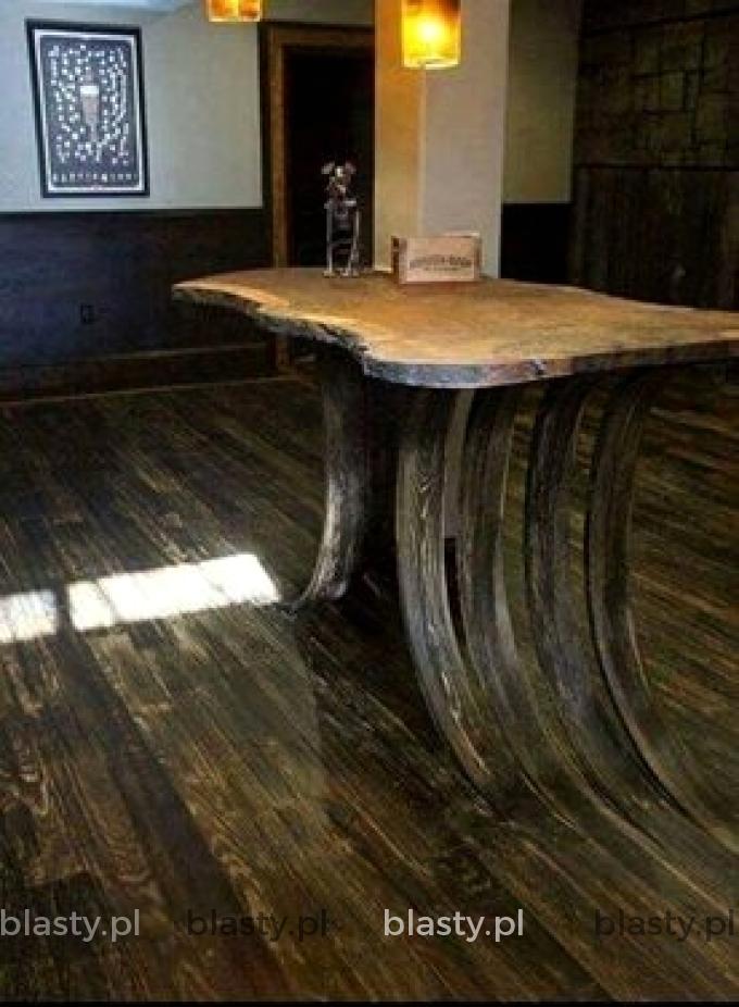 Wygląda na to że stół wyrósł spod ziemi