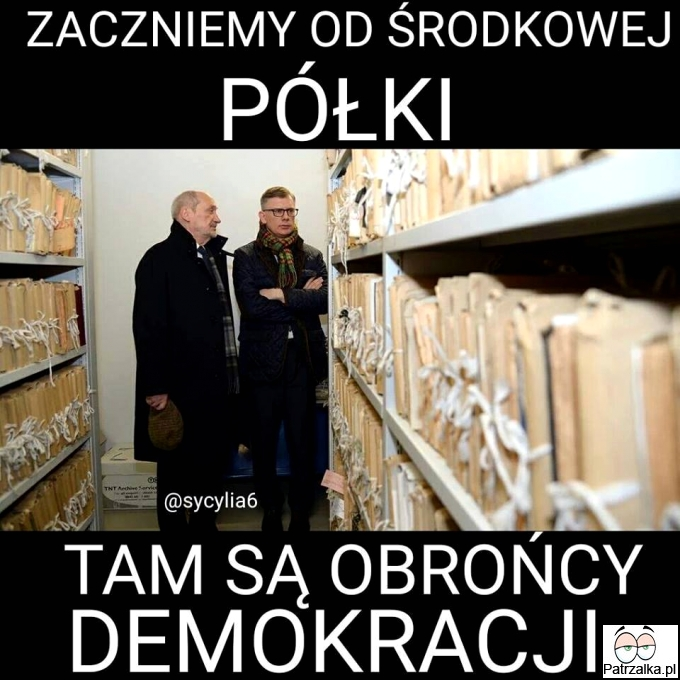Zaczynamy od środkowej półki tam są obrońcy demokracji