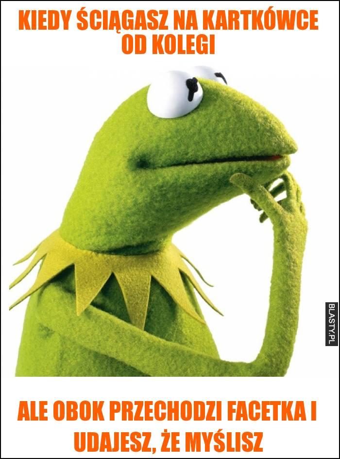 Kiedy ściągasz na kartkówce od kolegi ale obok przechodzi nauczyciel i udajesz, że myślisz