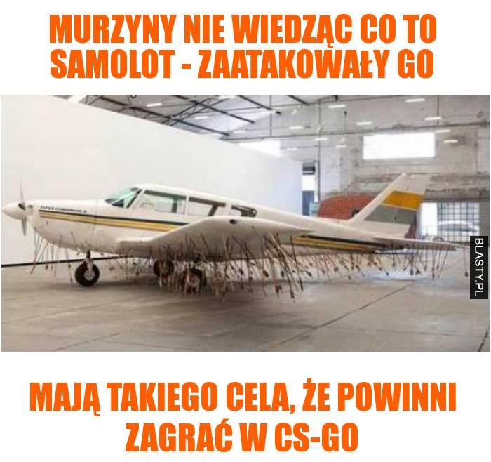 Murzyny nie wiedząc co to samolot - zaatakowały go