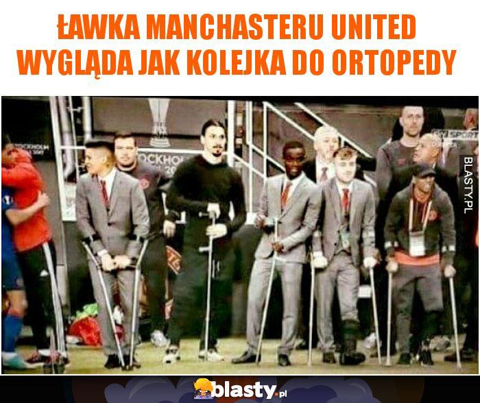 Ławka manchasteru united wygląda jak kolejka do ortopedy