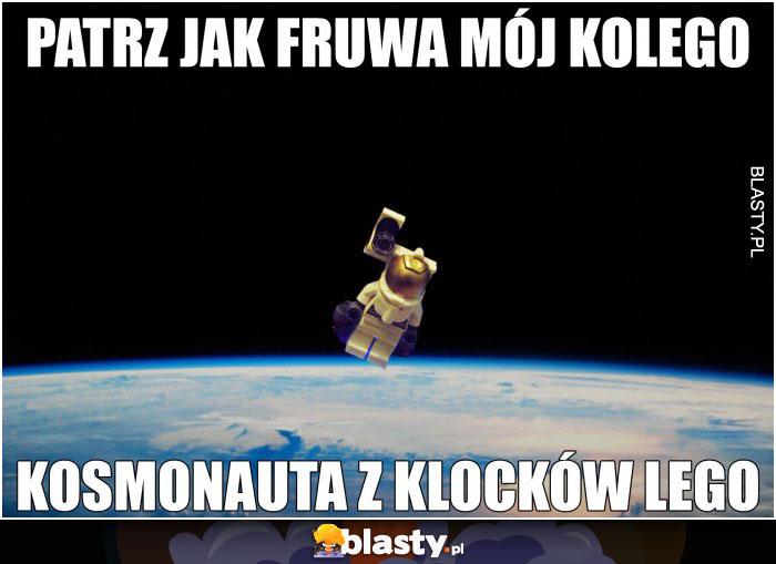 Patrz jak fruwa mój kolego kosmonauta