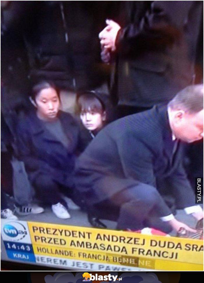 Prezydent Andrzej Duda sra przed ambasadą francji