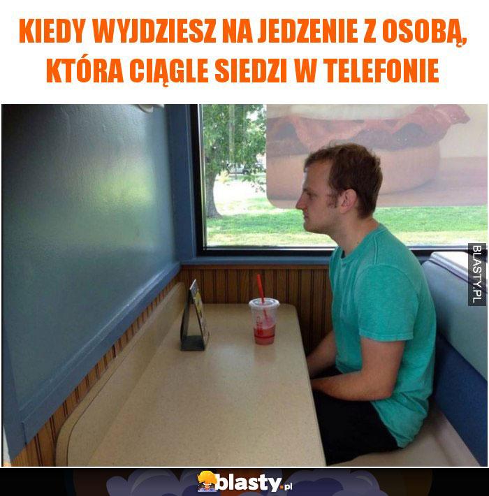 Kiedy wyjdziesz na jedzenie z osobą, która ciągle siedzi w telefonie
