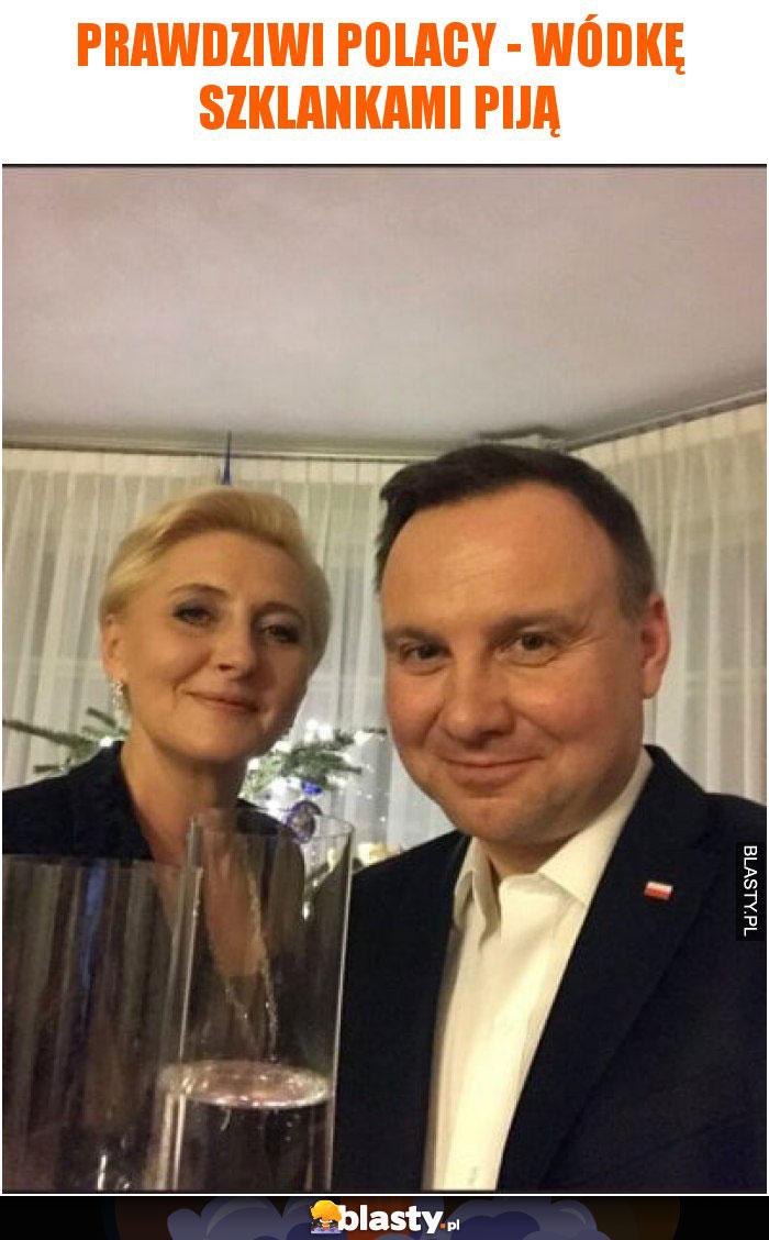 Prawdziwi polacy - wódkę szklankami piją