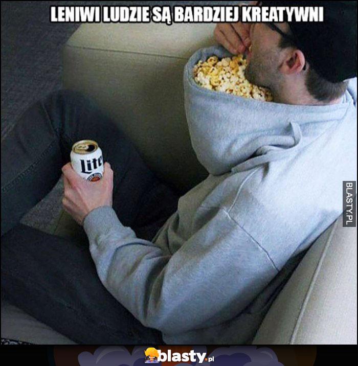 Leniwi ludzie są bardziej kreatywni popcorn w kapturze bluzy