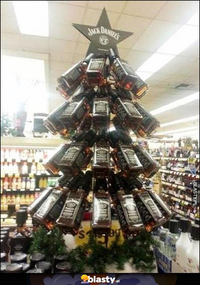 Butelki Jack Daniels ułożone w kształt choinki na święta