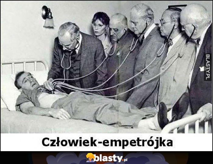 Człowiek - empetrójka osłuchują go lekarze