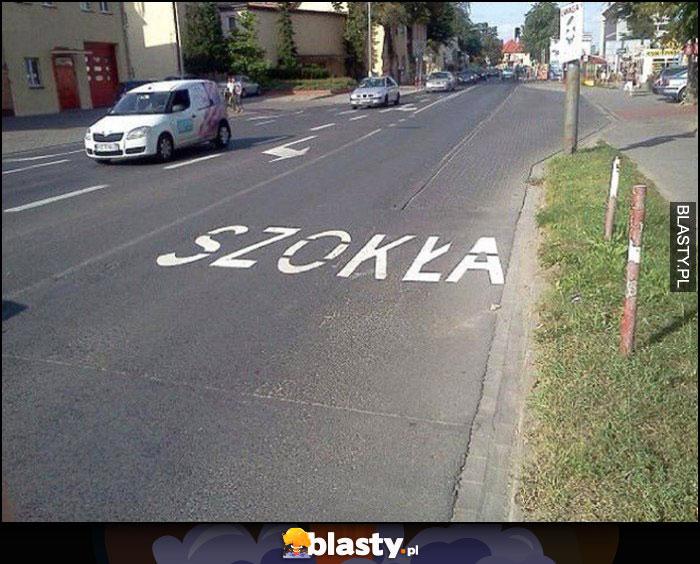 Szkoła napis na jezdni szokła