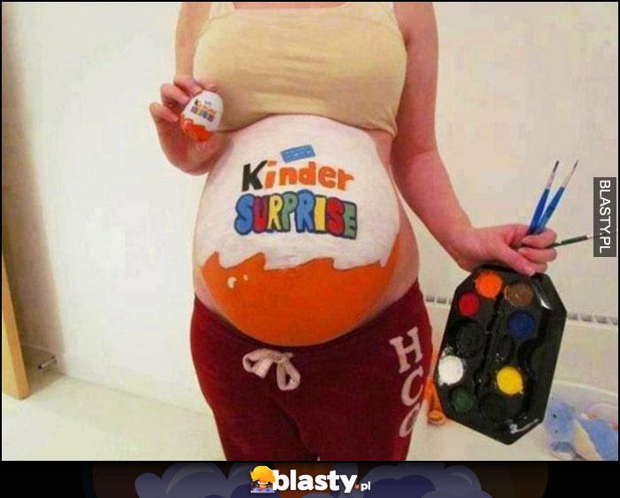 Ciąża brzuch pomalowany jajko niespodzianka Kinder Suprise