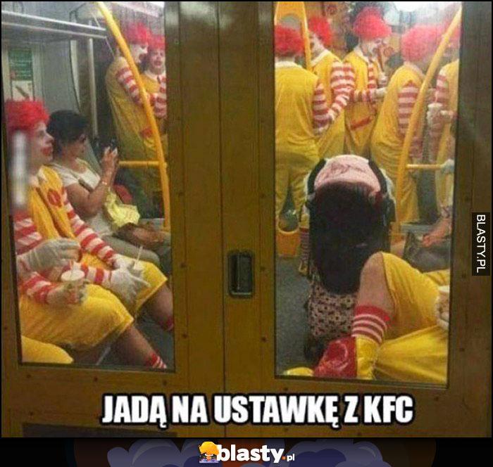 Przebierańcy klauni Ronald McDonald w metrze jadą na ustawkę z KFC