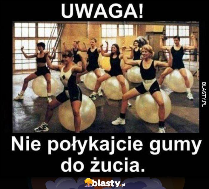 Uwaga nie połykajcie gumy balonowej żucia laski kobiety ćwiczą na gumowych piłkach