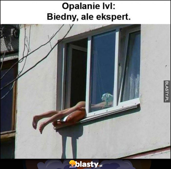 Opalanie level biedny, ale ekspert laska opala się przez okno