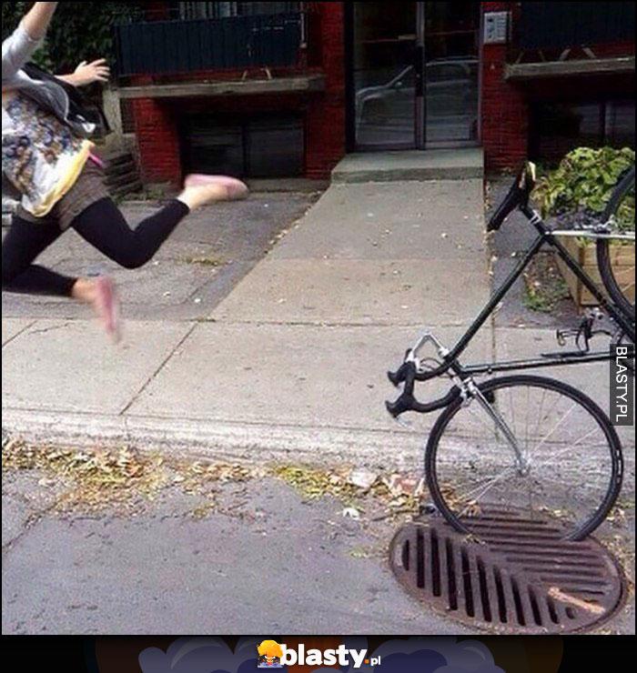 Dziewczyna wjechała rowerem w studzienkę kanalizacyjną wystrzelona z roweru gleba wypadek