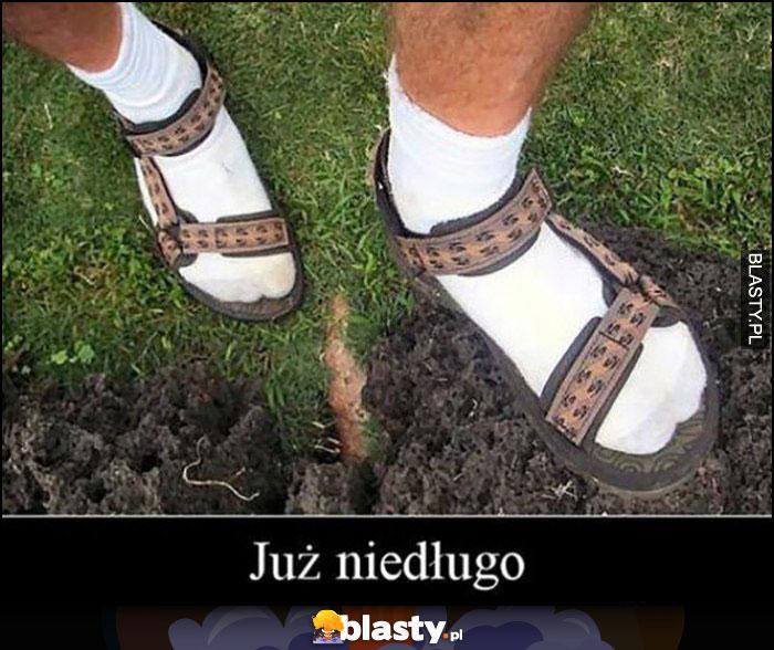 Już niedługo białe skarpetki i sandały