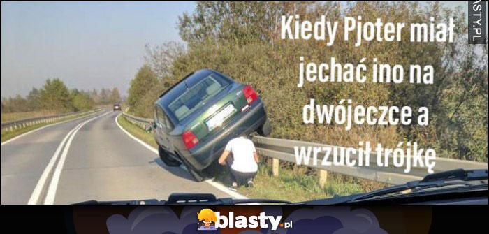 Kiedy Pjoter miał jechać ino na dwójeczce a wrzucił trójkę Volkswagen Passat wjechał na barierkę