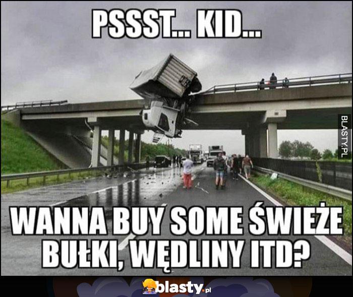 Ciężarówka na moście psst dzieciak chcesz kupić świeże bułki, wędlini itd?