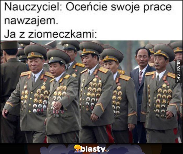 Nauczyciel: oceńcie swoje prace nawzajem, ja z ziomeczkami: generałowie obwieszeni medalami