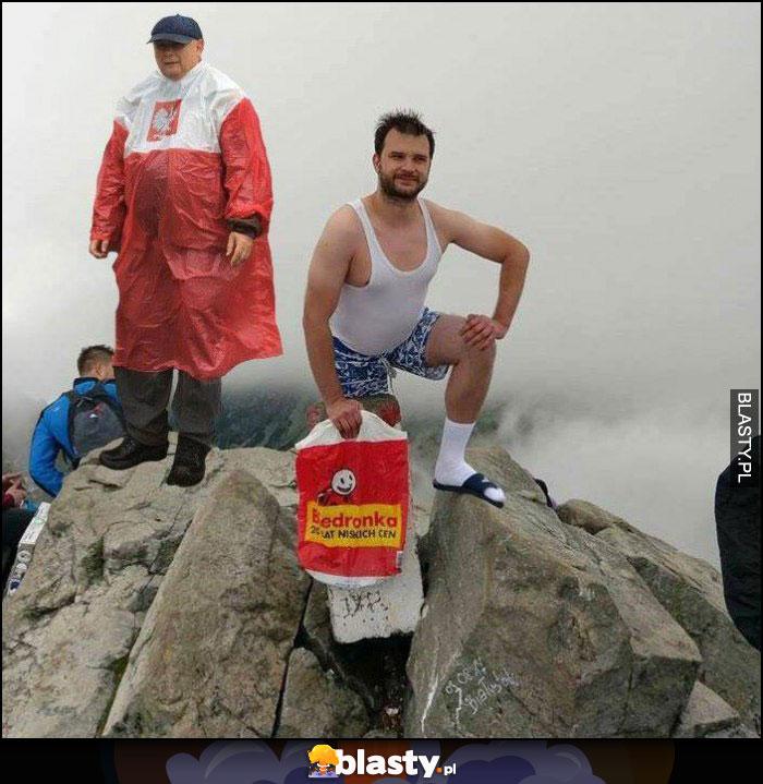 Typowy Polak na szczycie góry Kaczyński przeróbka