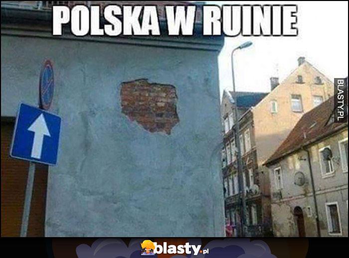 Polska w ruinie kontur kraju w starym budynku dosłownie