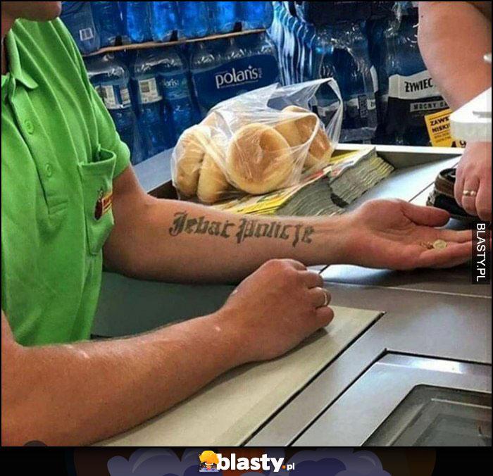 Kasjer w biedronce tatuaż jechać policję dziara wydziarane