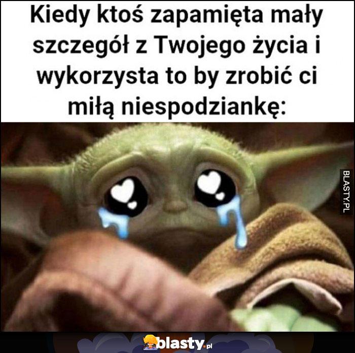 Kiedy ktoś zapamięta mały szczegół z Twojego życia i wykorzysta to by zrobić ci miłą niespodziankę baby Yoda płacze