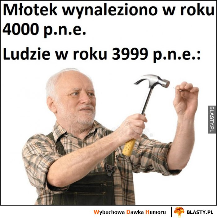 Młotek wynaleziono w roku 4000 pne, ludzie w 3999 pne dziwny Pan ze stocku wbija gwoździa młotkiem