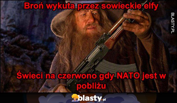 Broń wykuta przez sowieckie elfy, świeci na czerwono gdy NATO jest w pobliżu