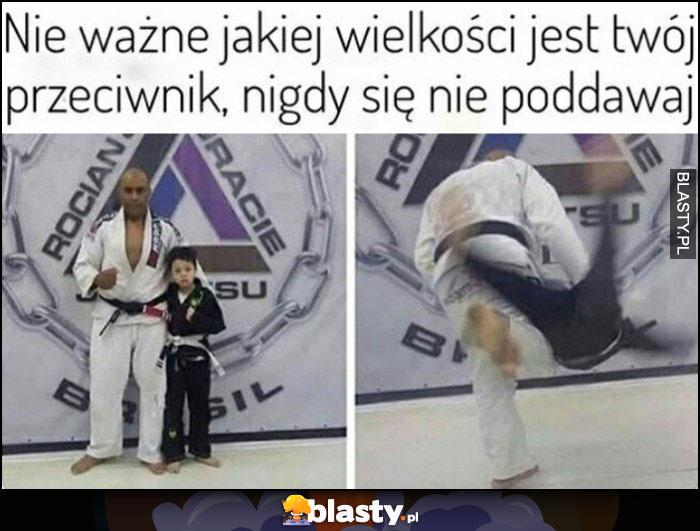 Nie ważne jakiej wielkości jest twój przeciwnik, nigdy się nie poddawaj judo karate dzieciak