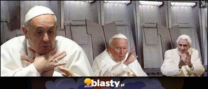 Papież Jan Paweł II dusi papieża Franciszka a Benedykt klaszcze Gwiezdne Wojny Star Wars przeróbka